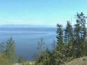 Вид на озеро с города.