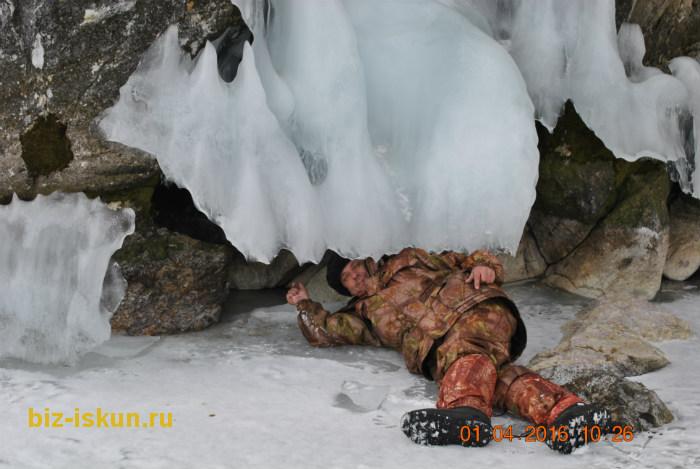 Подлёдная рыбалка на Байкале 11