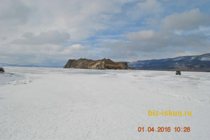 Подлёдная рыбалка на Байкале 13