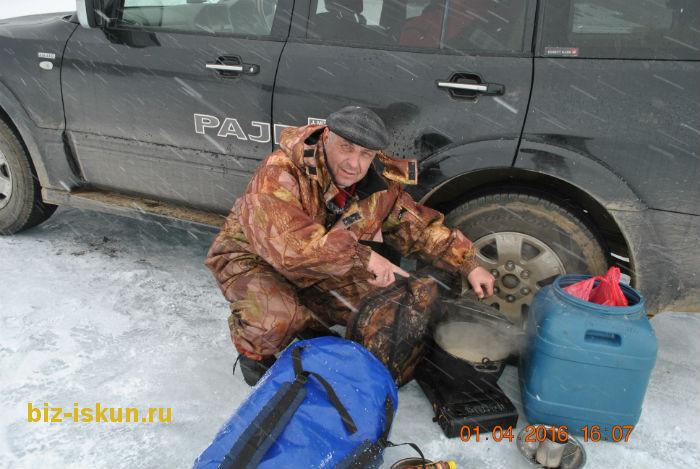 Подлёдная рыбалка на Байкале 15