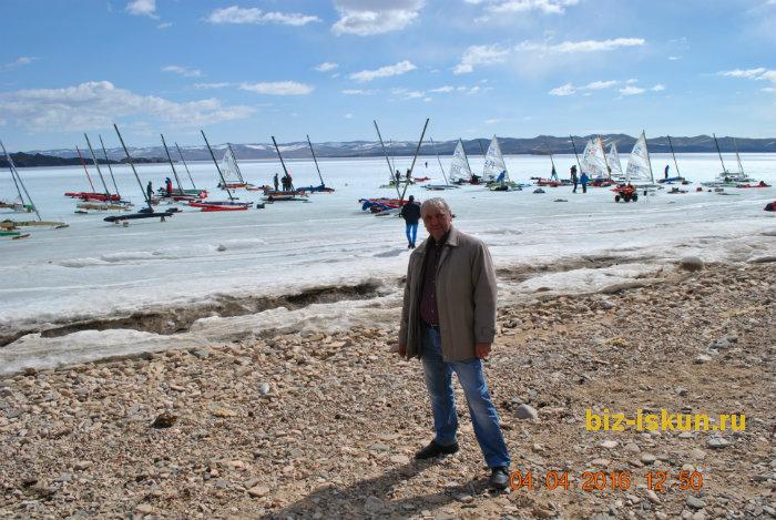 Подлёдная рыбалка на Байкале 18