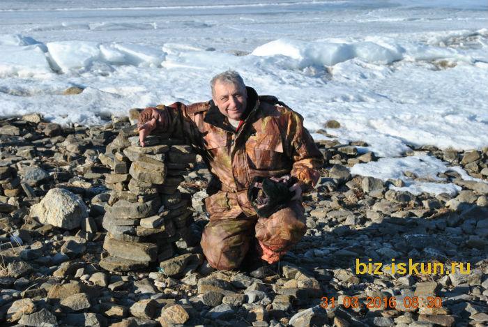 Подлёдная рыбалка на Байкале 6