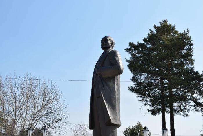 памятник ленину в саяеске, самый молодой памятник ленину